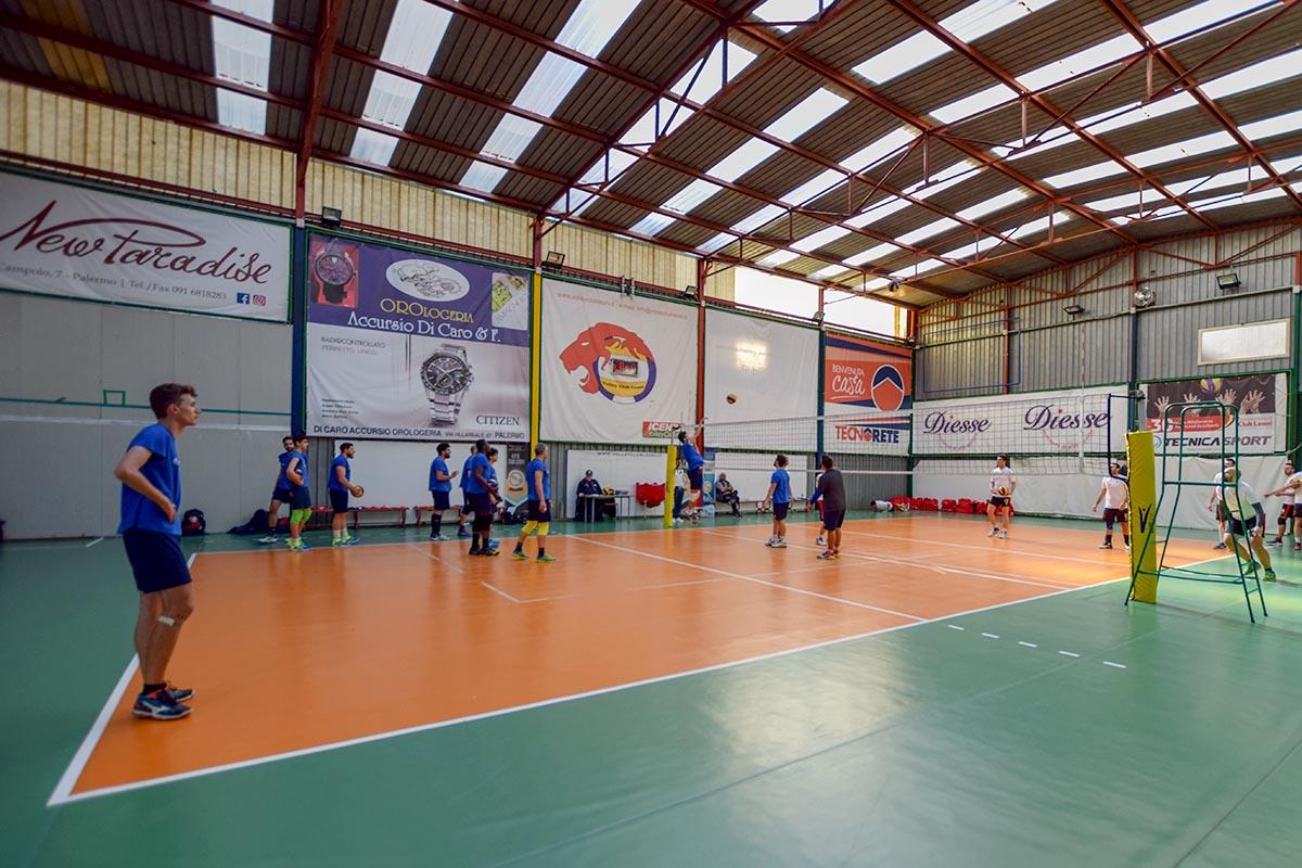 campo di pallavolo indoor